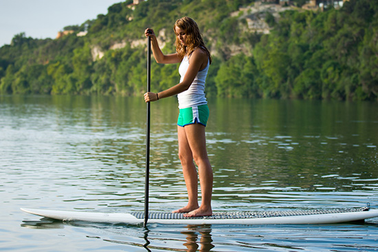 How-to-Hold-a-SUP-Paddle-Properly